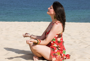 fotos para encontrar pareja chica meditando