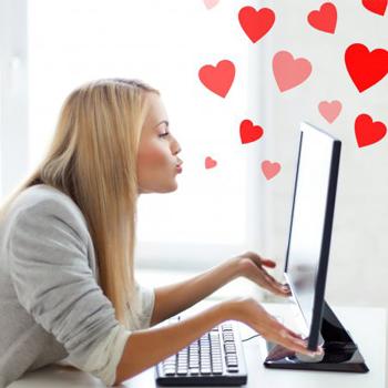 encontrar pareja internet foto mujer con pantalla